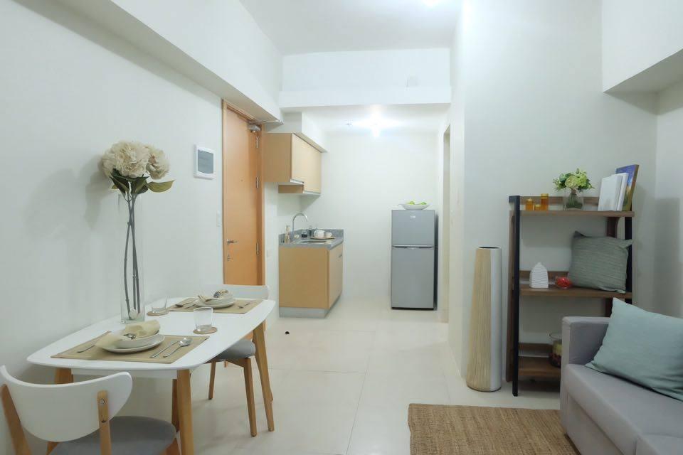 5% move in ONE BR Condo for sale with balcony Banawa Cebu City near velez and cebu doctors